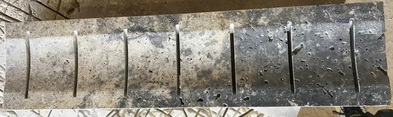 Caniveau grille en travertin gris silver