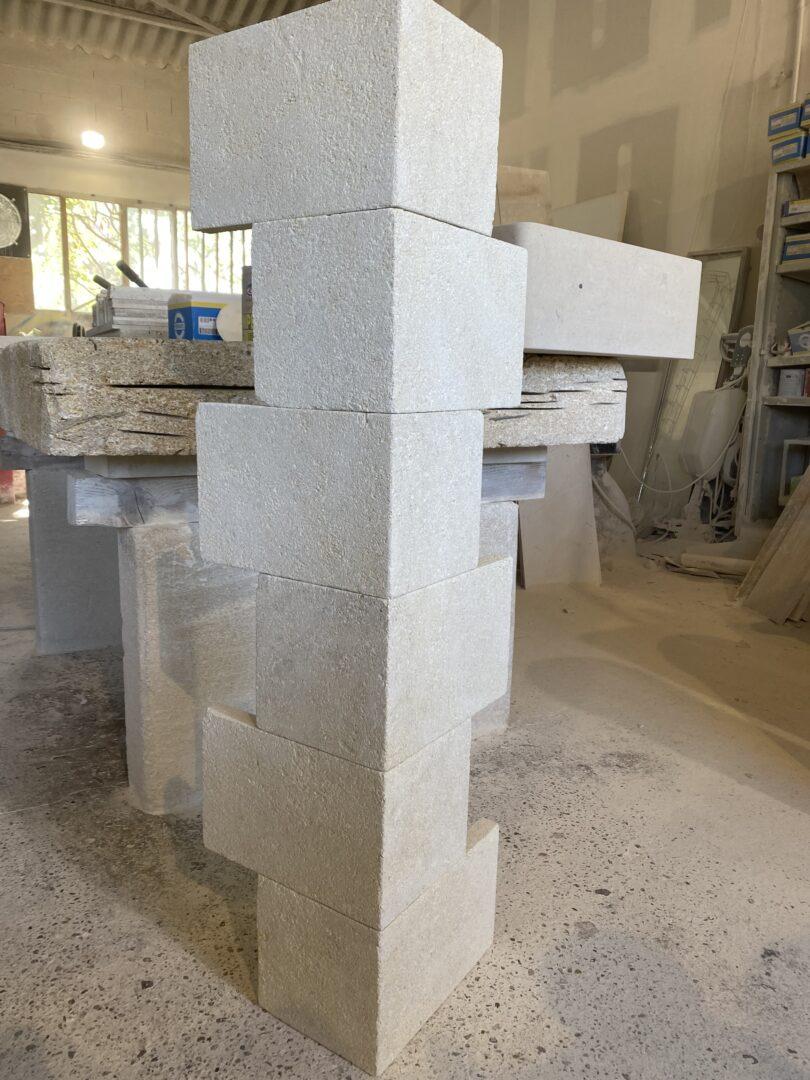 Encadrement de fenêtre ou chaîne d'angle en pierre naturelle évidée en L
