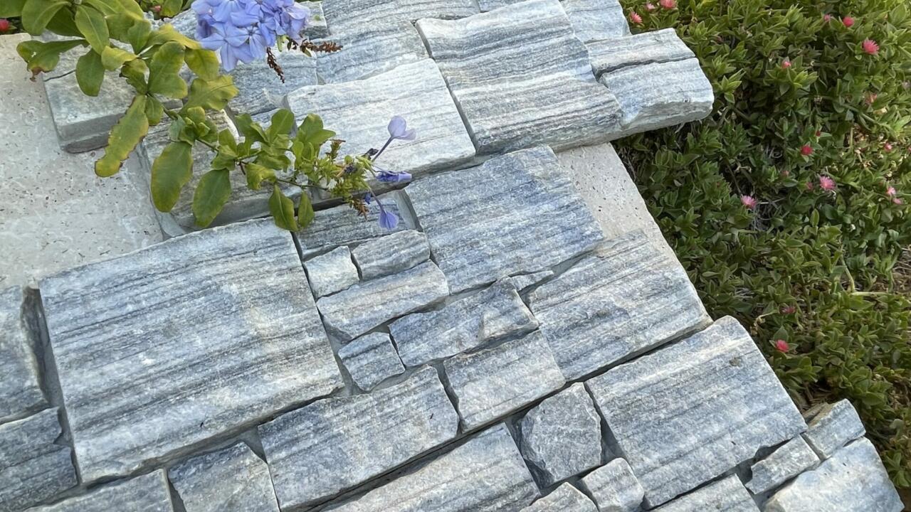 PAREMENT QUARTZITE NUAGE GRIS (Cloudy Grey) En Z sur base ciment