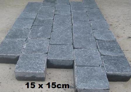 Pavé gris noir anthracite en pierre naturelle bluestone vietnam
