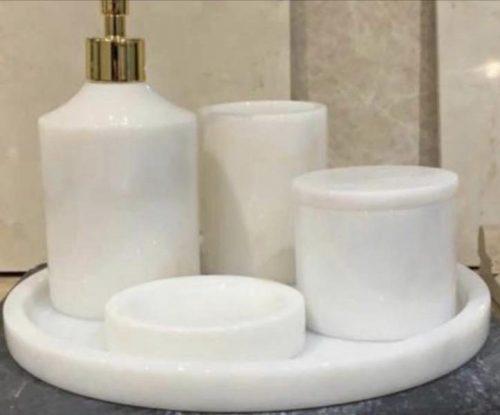 Set en marbre blanc poli