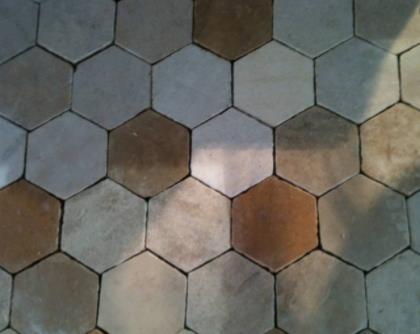 Tomette hexagonale en pierre de Bourgogne