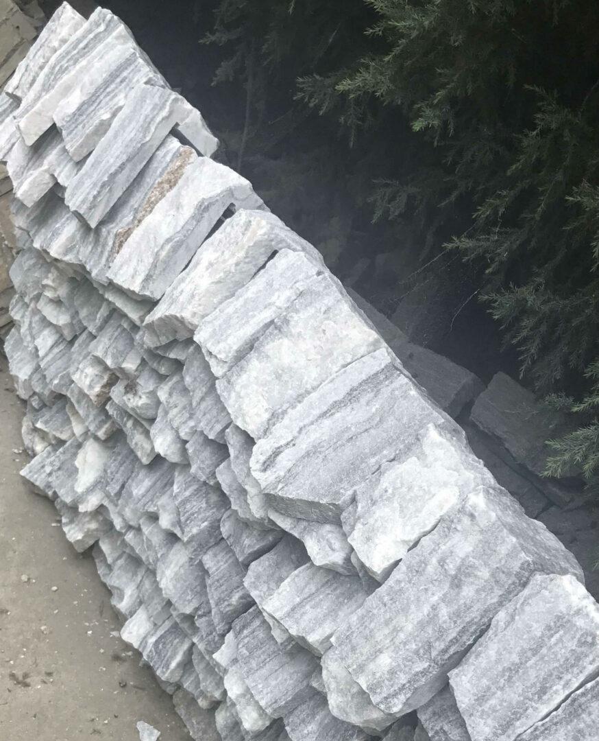 Angle parement Quarzite cloudy en pierre naturelle