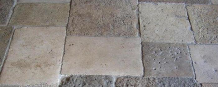 Vieille dalle de récupération grand mélange patiné et rustique en pierre naturelle